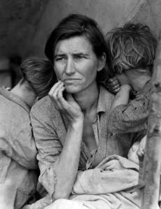 """... rájuk hárul a gyermeknevelés minden terhe (""""The migrant mother"""", Florence Owens Thompson, 7 gyermekes özvegy munkásasszony)"""